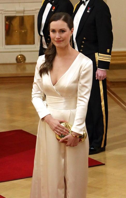 【画像】ではここでフィンランドの新しい美人首相を御覧ください