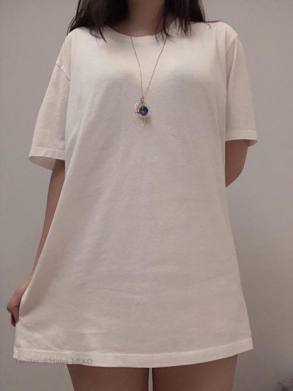 【画像】女子、胸が強調されるTシャツにブチ切れww「現実ではああならない」
