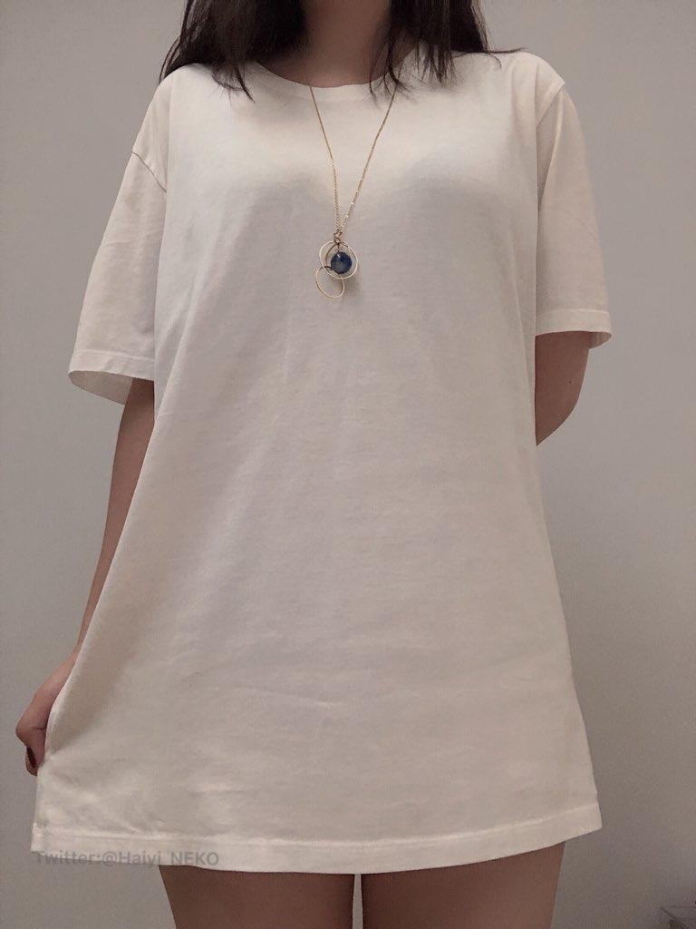 【画像】女子、胸が強調されるTシャツにブチ切れwww「現実ではああならない」