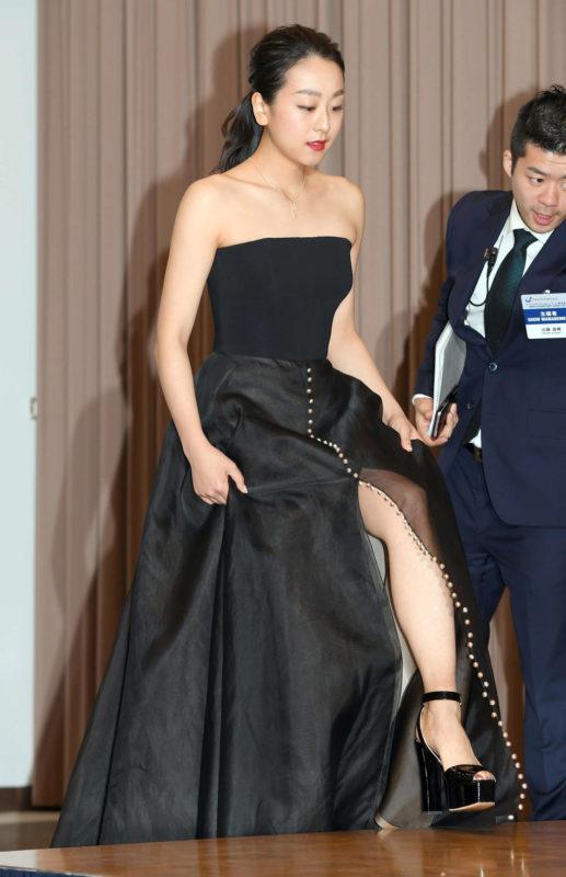 【画像】浅田真央さん(29)のセクシー脚チラに会場ざわつく