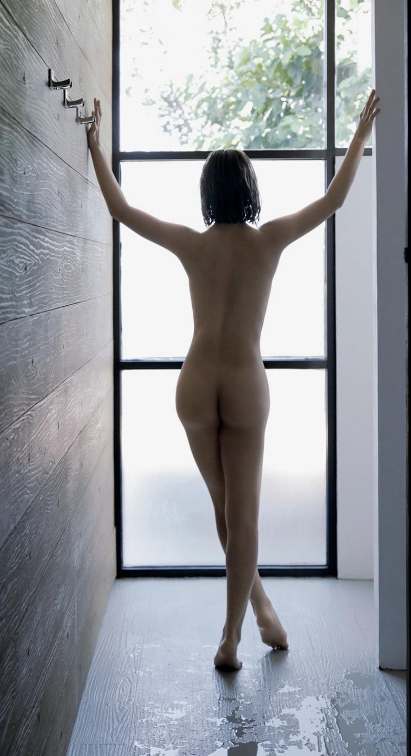 【画像】藤田ニコル、フルヌードで生ケツ全開www
