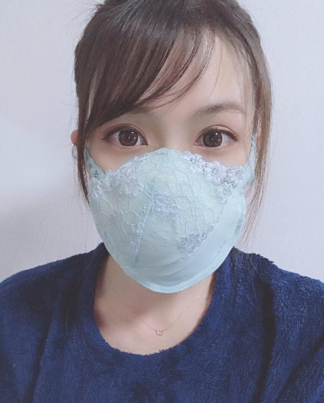 【画像】女子、エチエチなブラジャーをマスクにしてしまうw