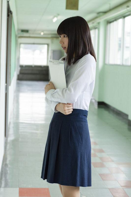 【画像】吉岡里帆さん、学校の先生になるw