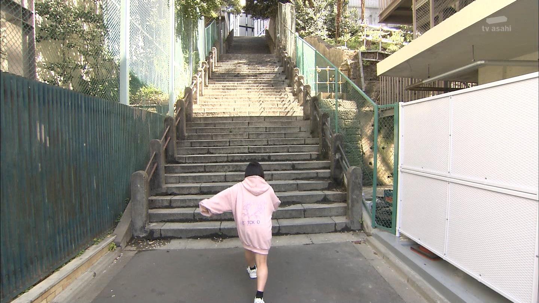 【画像】ノーパンエッチ女さん、走るw