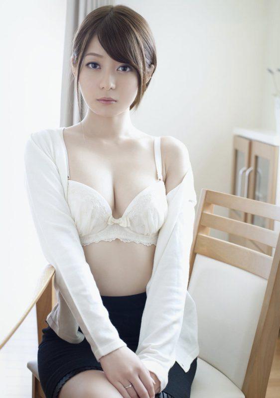 【画像】このおばさん(33)に急に結婚迫られたらどうする???