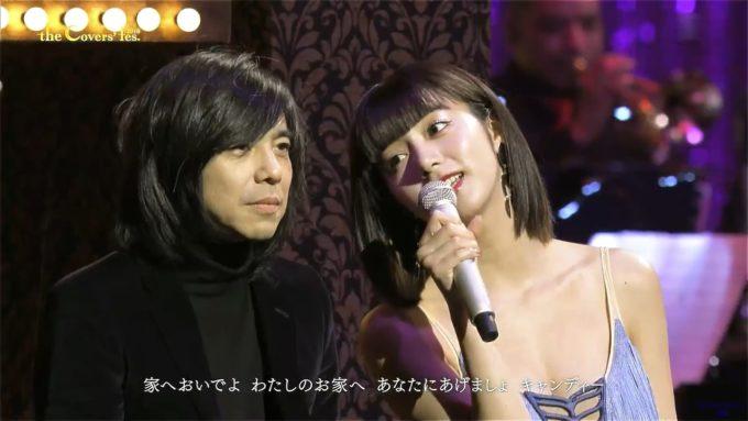 【画像】池田エライザ(23)、乳房が半分見えたどすけべ衣装で歌番組に出演し腋も見せまくってしまう