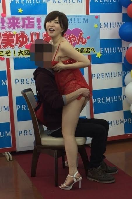 【画像】AV女優の握手会、凄すぎる