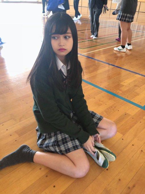 【画像】この美少女JKの上履き欲しい??