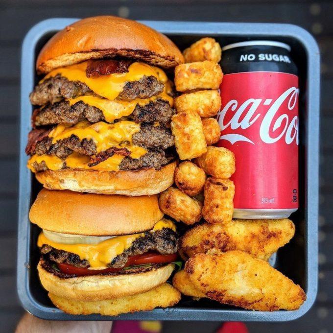 【画像】これがアメリカの一般的な昼食 こういうのでいいんだよ