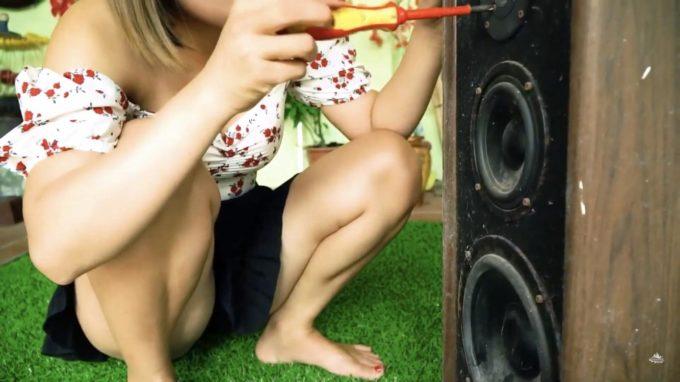【画像】女の子がパンツ丸出しでパソコン組み立てる動画H過ぎて草w