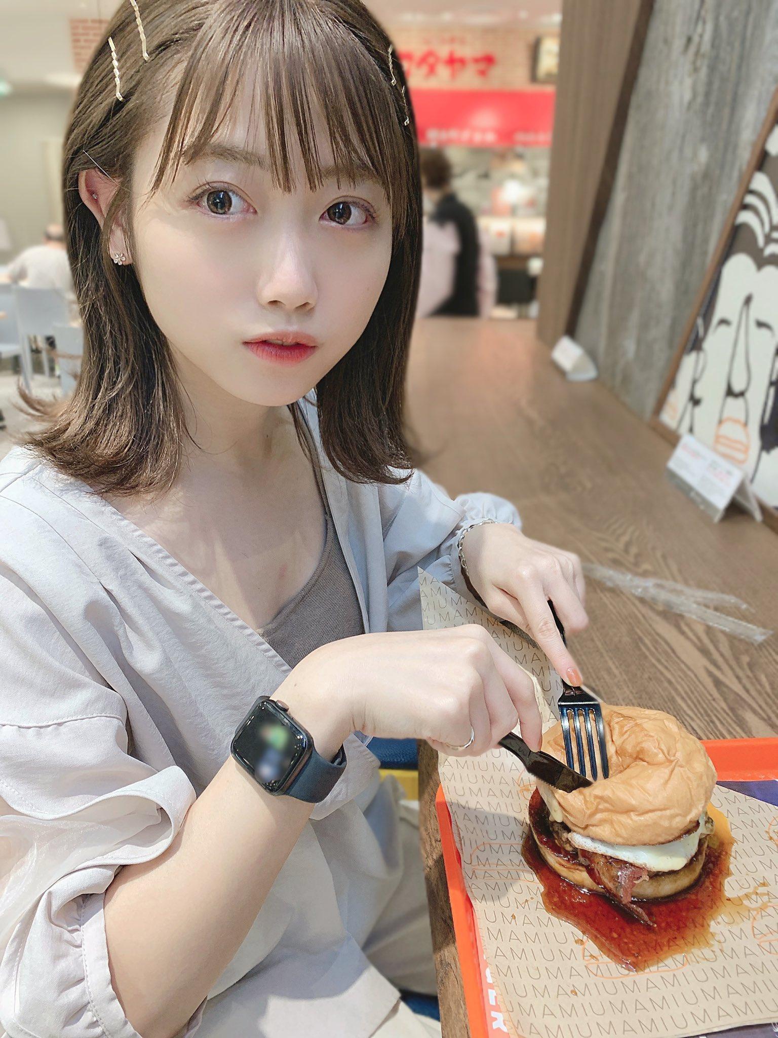 【画像】こういうあざとい飯の食い方する女ww