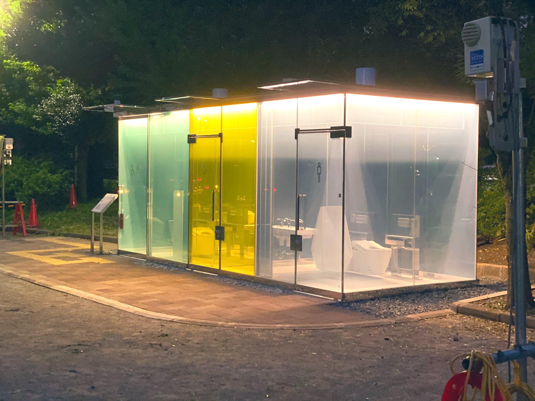 【画像】渋谷区の透明公衆トイレw