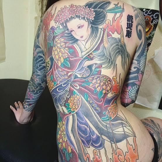 【画像】彼女「ついにタトゥー入れちゃった❤」ワイ「どんなの入れたんや?」