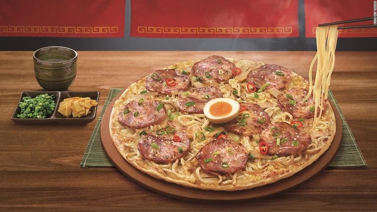 【画像】台湾ピザハット、「ラーメンピザ」を発表
