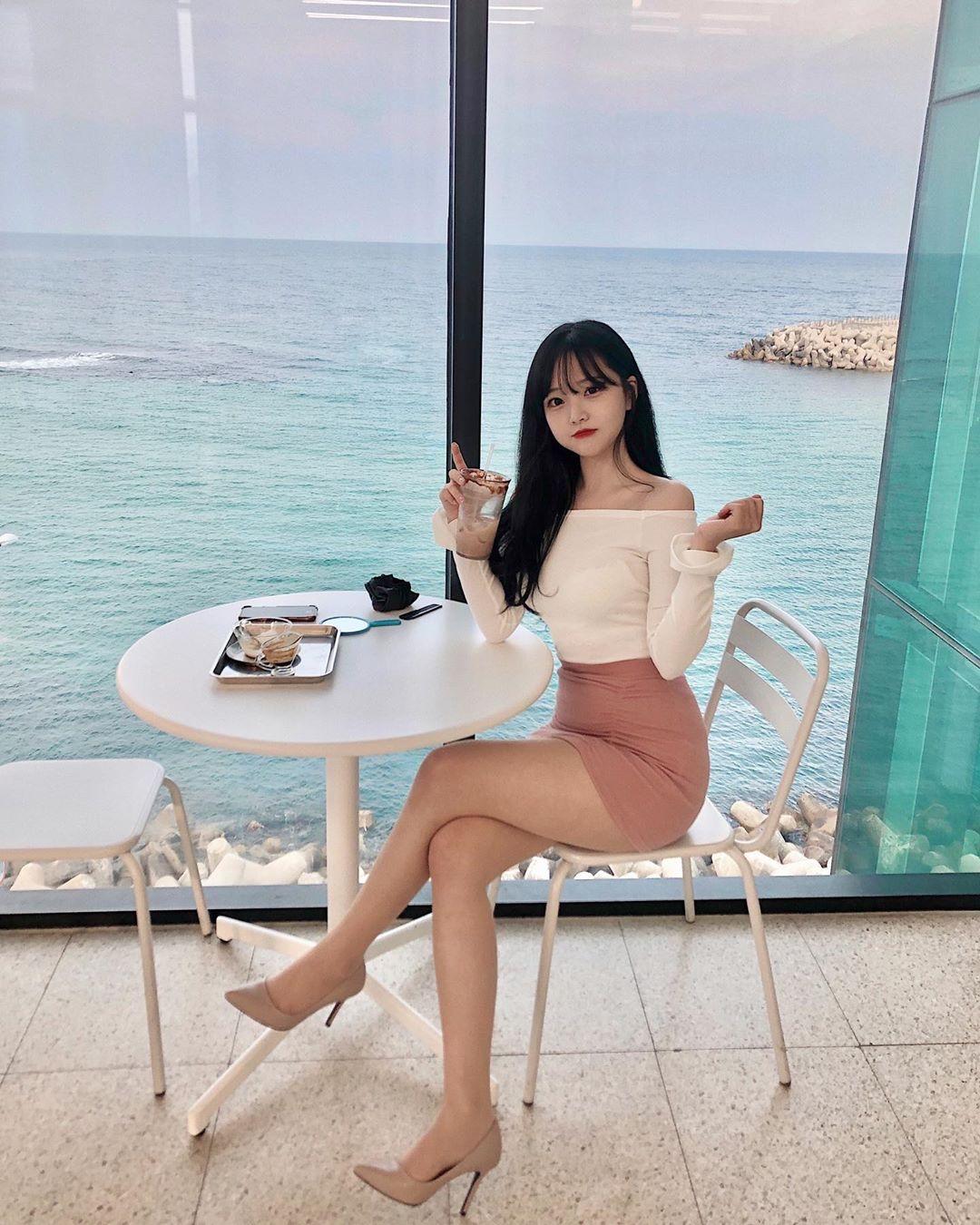 【画像】韓国の女子、スタイルが異次元w