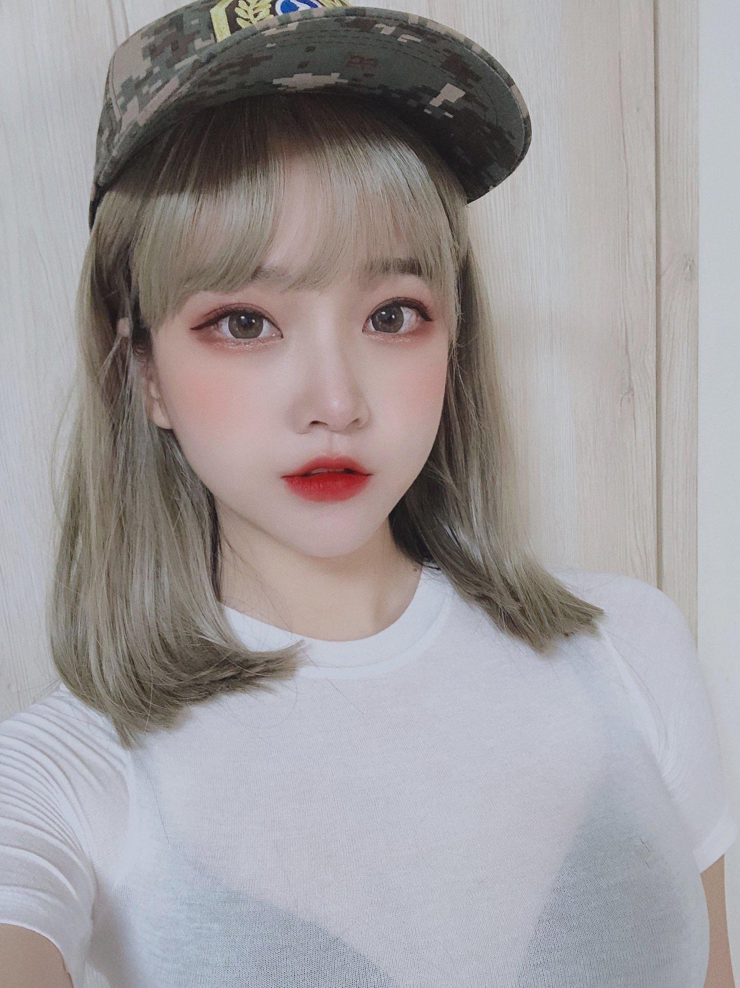 【画像】韓国で「見せブラ」が流行ってるらしい