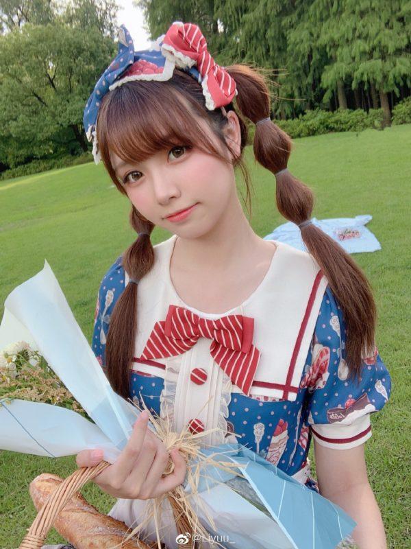 【画像】彼女がこんな服装でピクニックに来たらどうすんだよw