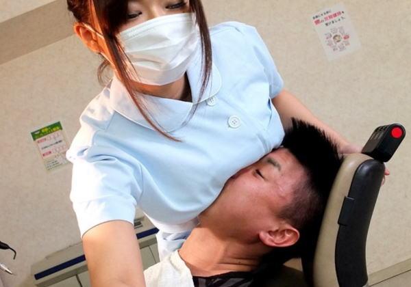 【画像】歯科衛生士さん、わざとおっぱいを当てていたw