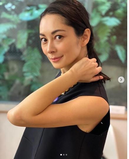 【画像】伊東美咲(43)、美しすぎる