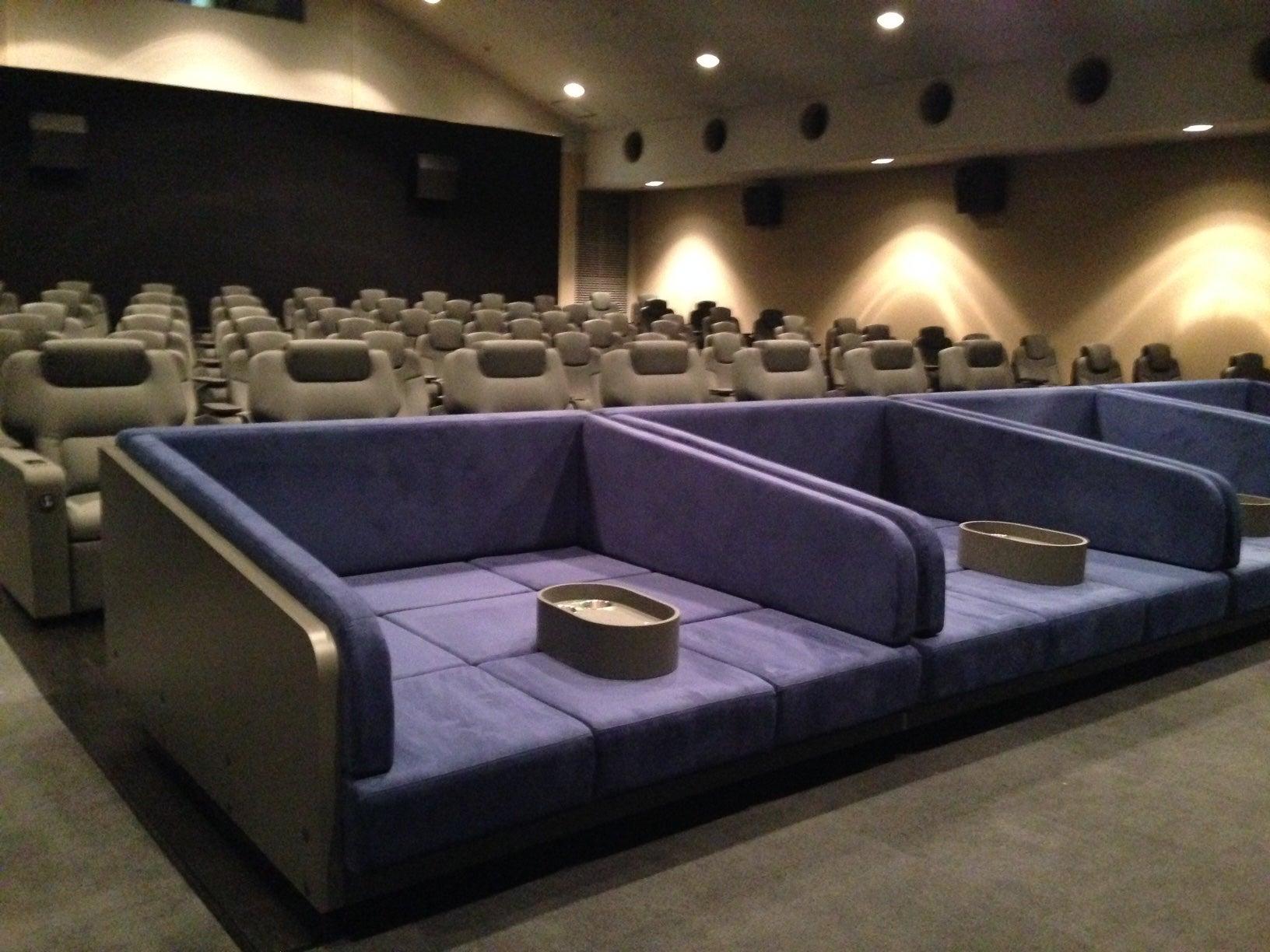 【画像】映画館のカップルシートってなんかHじゃね??