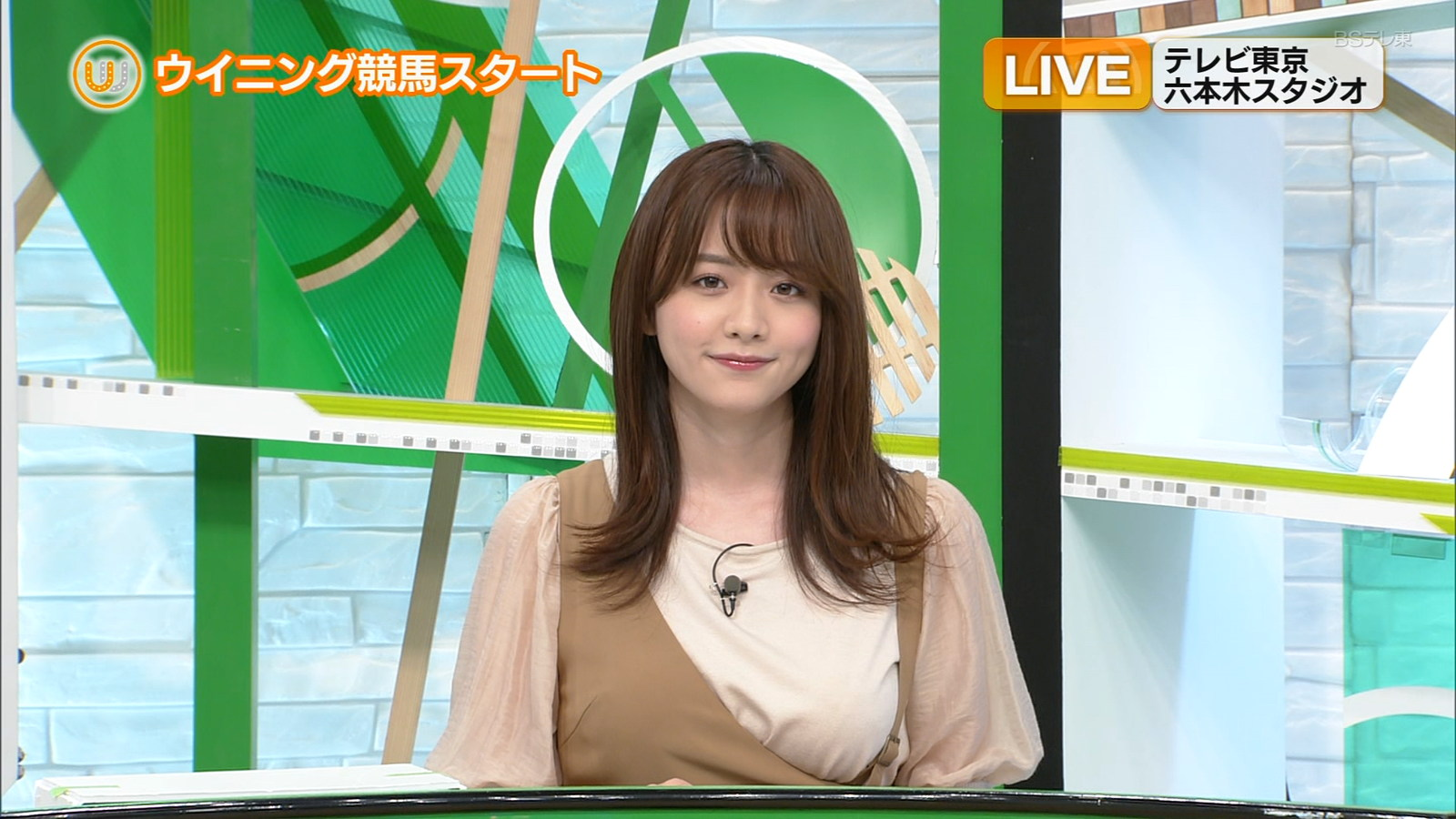【画像】女子アナ、片乳出してTV出演してしまうw