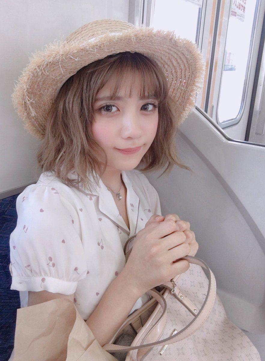 【画像】電車乗っててこの女の子が横に座ってきたらどうする??