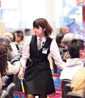 【画像】もうこのレベルのパチンコ店員でいいから彼女欲しいw