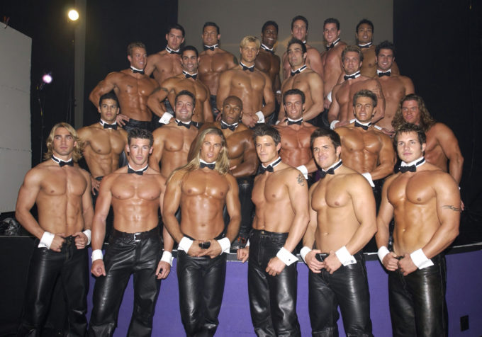 【画像】白人えちえちまんさん、上半身裸で大集結してしまうw