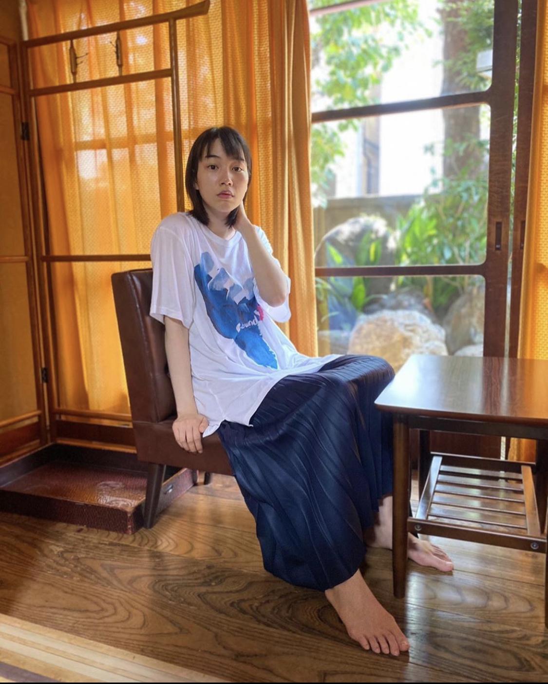 【画像】能年玲奈(27)さん、足がおとこ