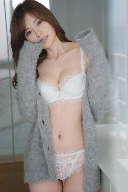 【画像】白石麻衣さん(28)、エチエチ下着姿を晒す