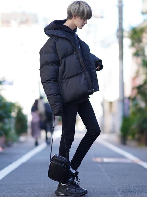 【画像】陽キャのあいだで、「全身黒」ファッションがひそかに流行ってるらしい