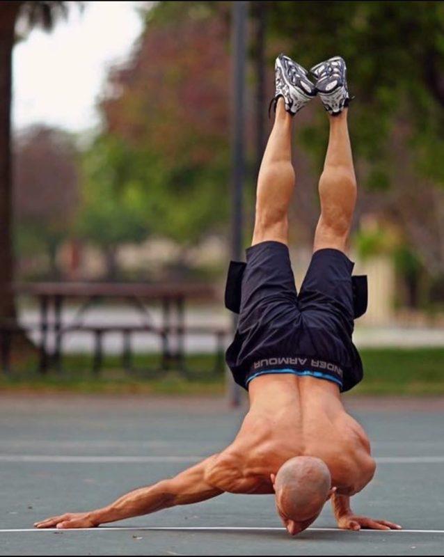 【画像】自重トレーニングを極めた男がこちらwwwwwwwwwww