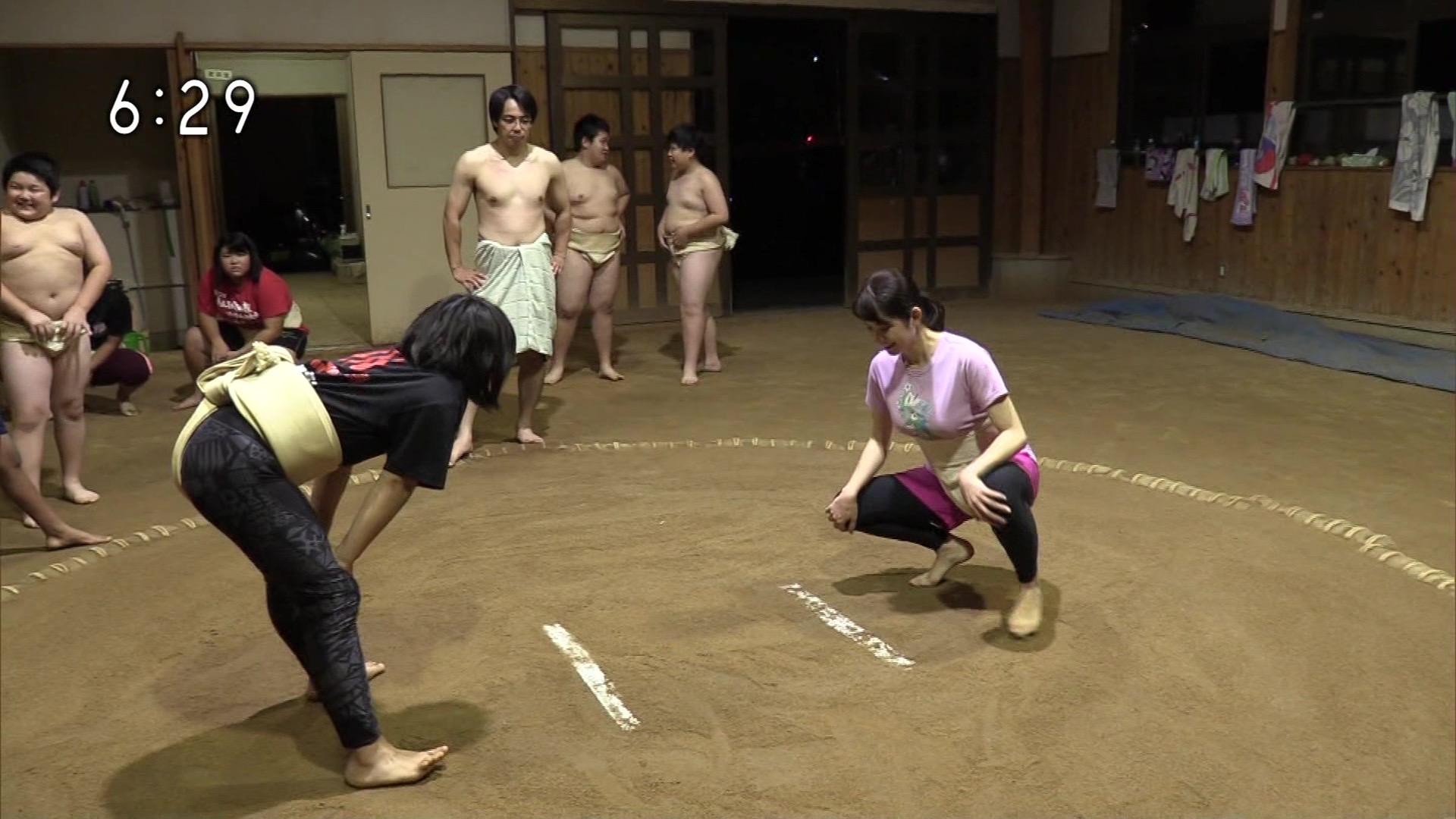 【画像】巨乳女さんが相撲に挑戦した結果w