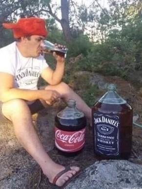 【画像】アメリカ人のコークハイの飲み方、ヤバすぎるw