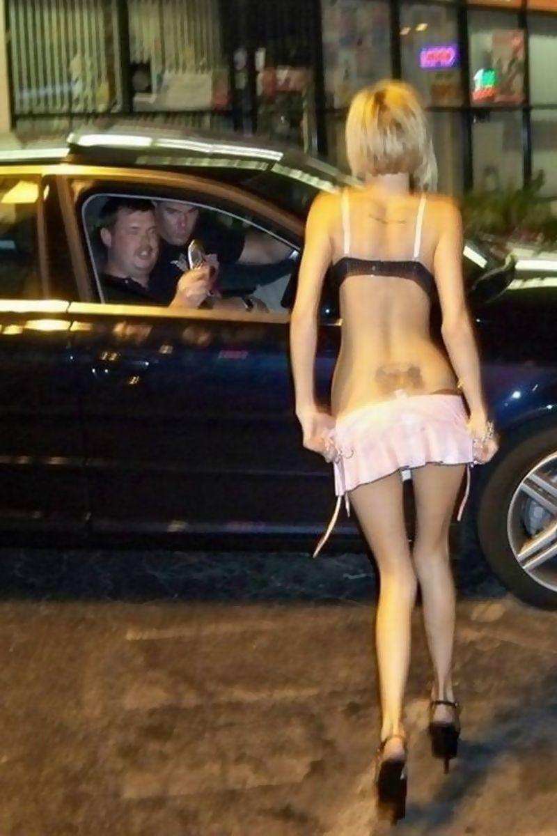 【画像】女余りのロシアさん、路上で買える1万円のまんさんがHすぎるwwww