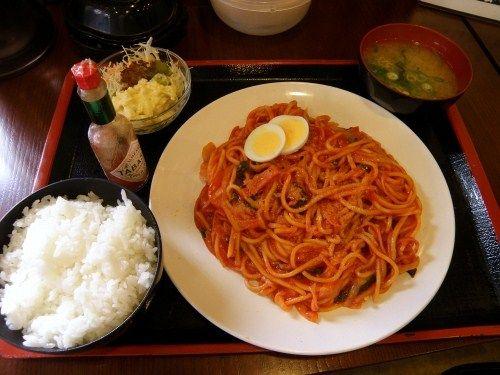 【画像】ナポリタン定食(980円)のクオリティw