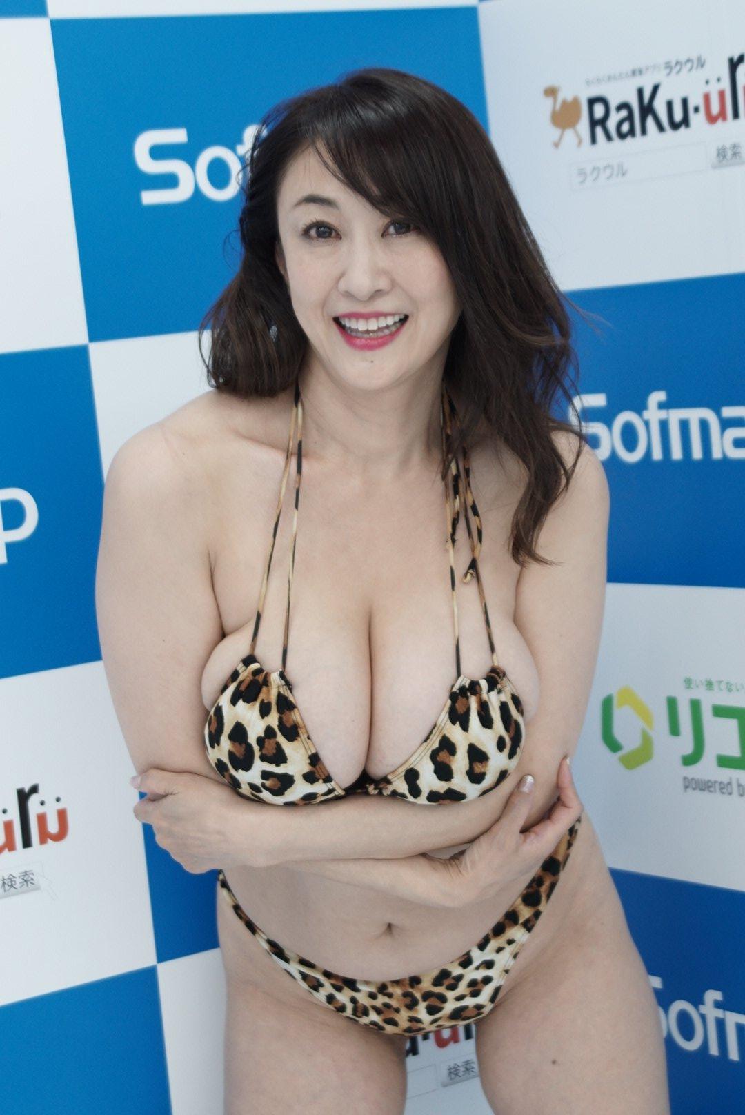 【画像】ソフマップ、またまた巨乳の女の子を発掘wwww