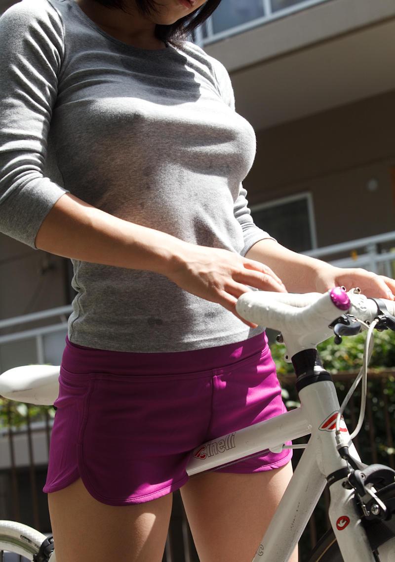 【画像】巨乳の女の子「私のおっぱい重すぎ……?」プルルノルン