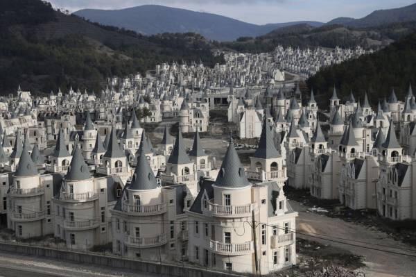 【画像】「ディズニーみたいなお城をいっぱい作って売ったら素敵やん」→結果