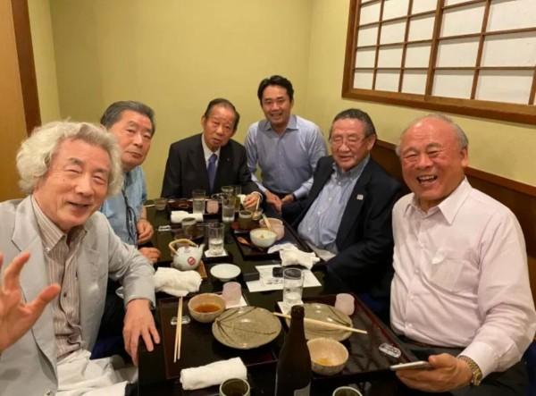 【画像】杉村太蔵(41)「やべぇ奴らと飲んだw」パシャ