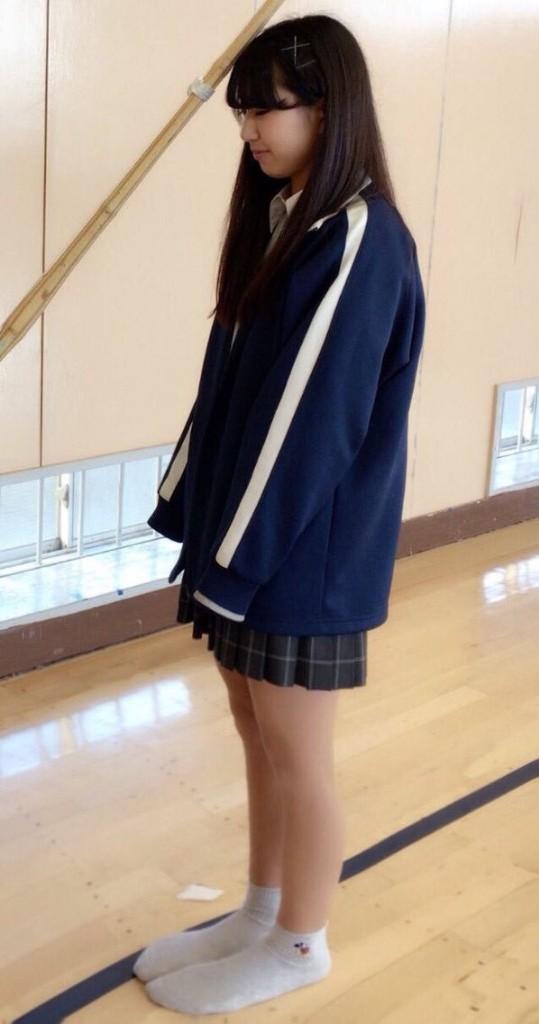 【画像】女子高生さん、身長に対して足がデカ過ぎる