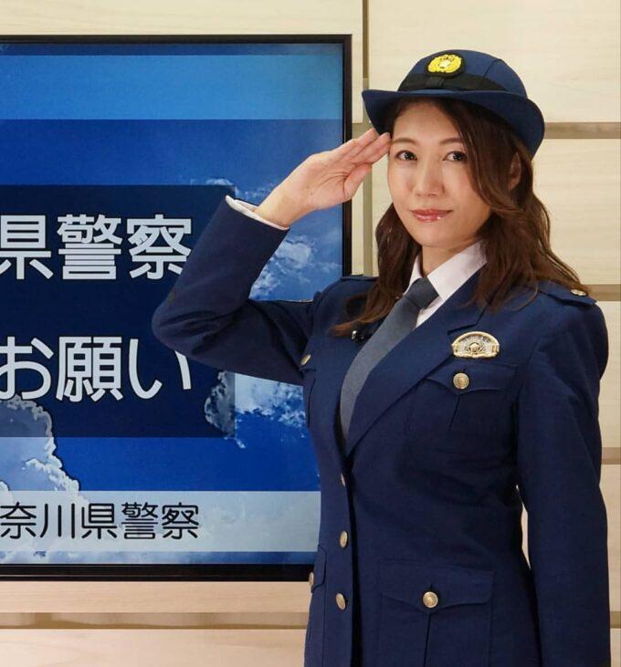 【画像】この女性警官おっぱいがでっかい(推定Gカップ)