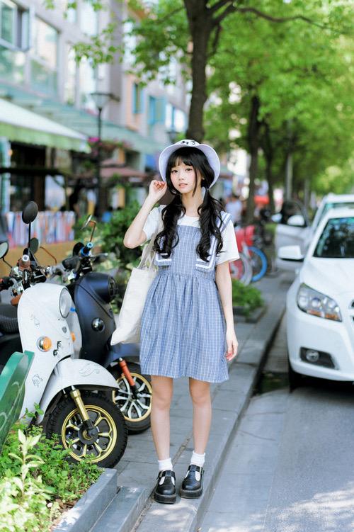 【画像】オタクってこんな服装の女の子が好きなんだろ???