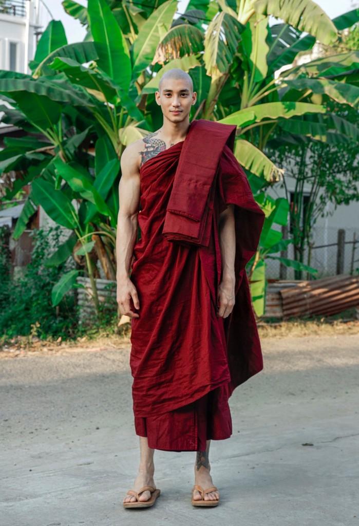 【画像】タイの僧侶、イケメン過ぎて破門されるwww