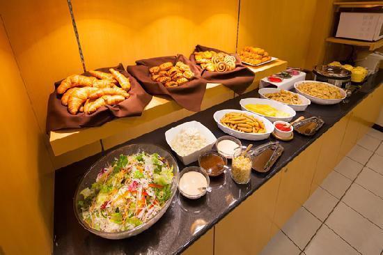 【画像】彡(^)(^)「ビジネスホテルで朝食無料wどうせ大したことないんやろなw」