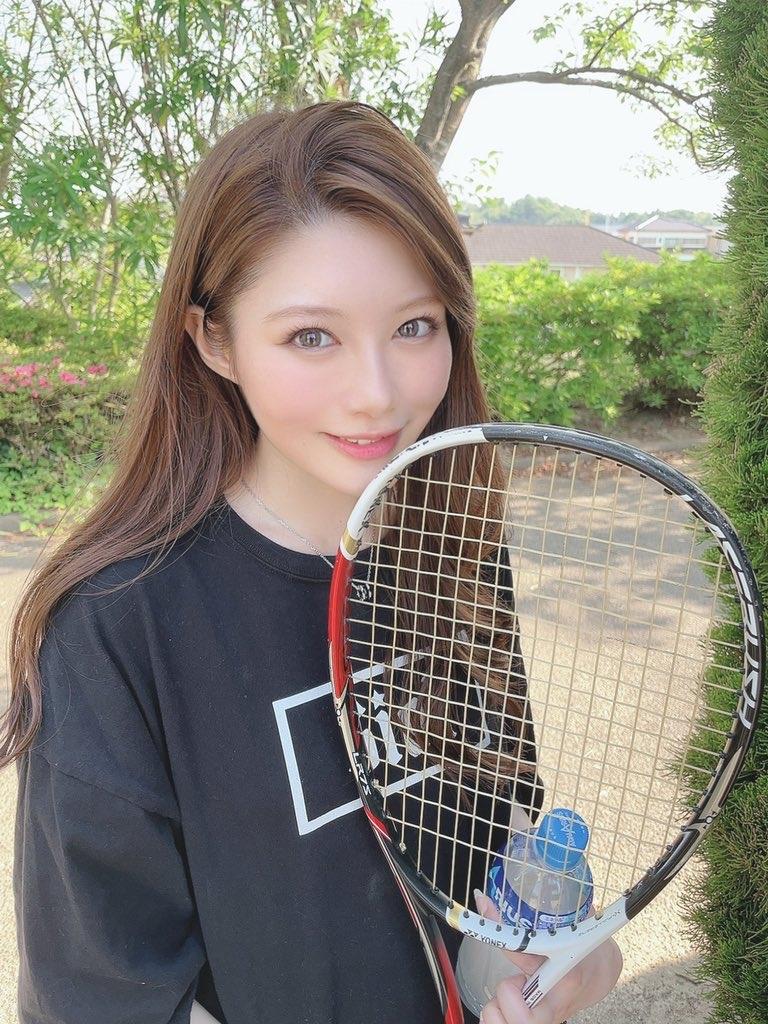 【画像】こういう超ぐうかわ美女と休日にテニスする人生に憧れる