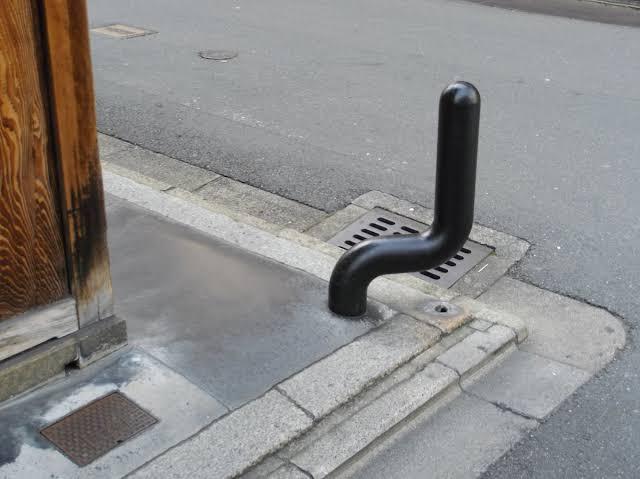 【画像】京都人「街中でもオ●ニーできるようにディルド置いといたろ」