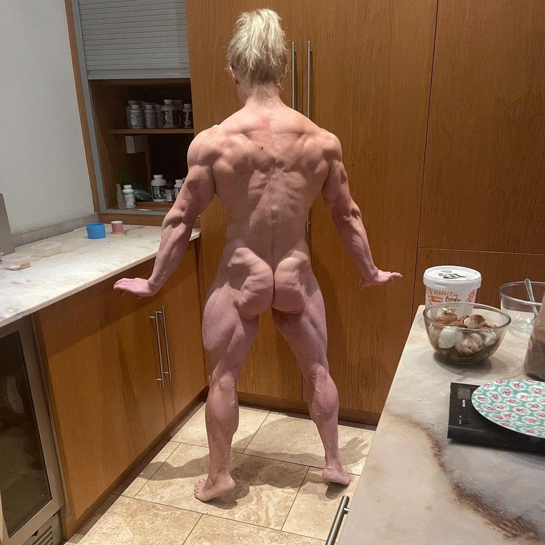 【画像】この白人筋トレ女子の全裸写真Hすぎワロタwww
