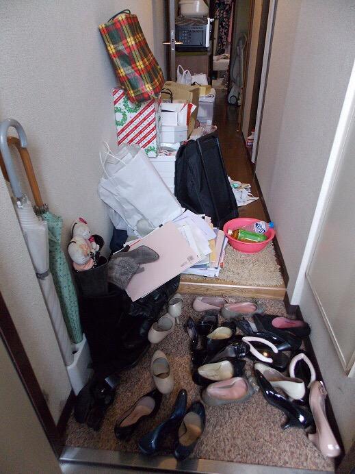 【画像】片づけられない1人暮らし女子のお部屋がコチラwww