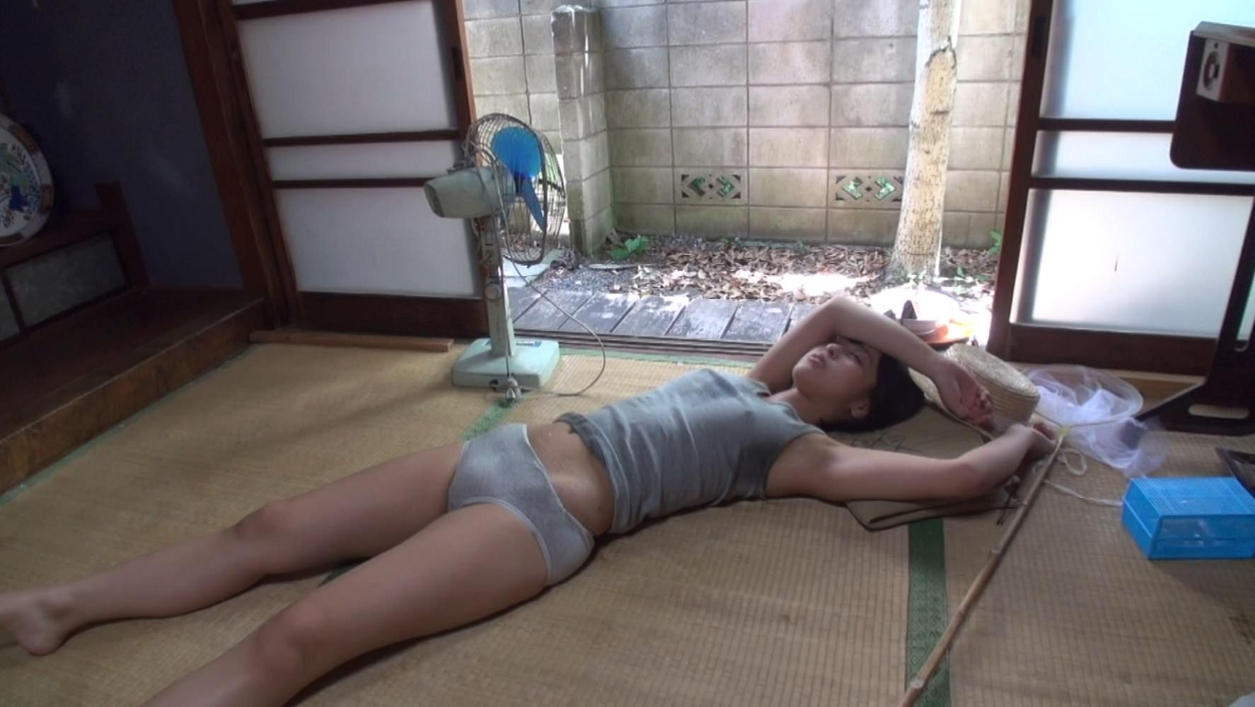 【画像】この縁側で寝てるHな女の子たちにしたいことwww